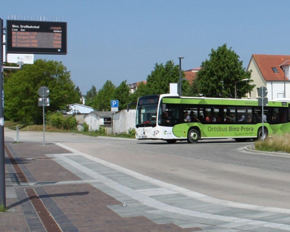 Foto: Der Ortsbus am Großbahnhof (Verkehrsgesellschaft Vorpommern-Rügen)